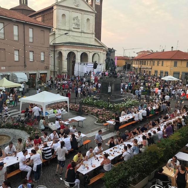 Festa in piazza dell'Associazione Inveruno In Vetrina